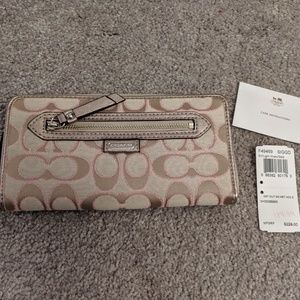 Coach Wallet NEW Light khaki with pink